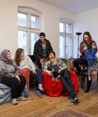 """Nuovo rapporto di Fondazione Migrantes: sempre più famiglie accolgono """"a casa loro"""""""