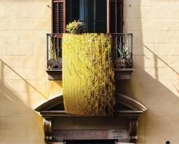 Campagna #IoAccolgo: il 20 giugno coperta termica appesa al balcone