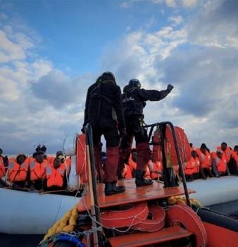 Nuovo naufragio nel Mediterraneo: 45 le vittime.